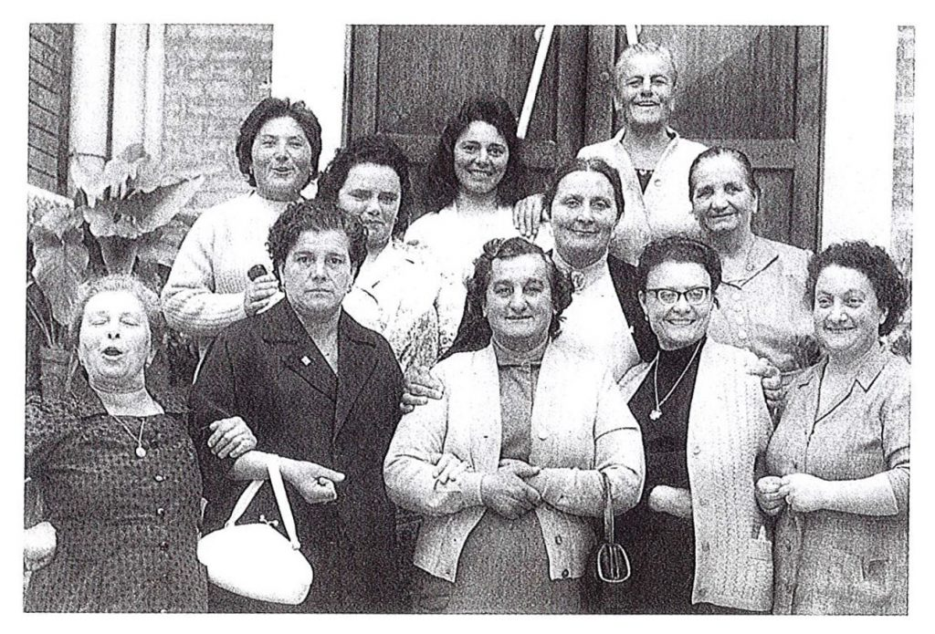 Un gruppo di fondatrici - Avis Fano 1950